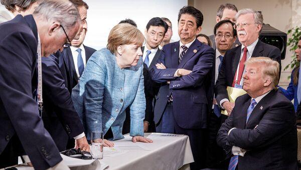 La canciller alemana, Angela Merkel, y el presidente estadounidense, Donald Trump, así como otros líderes mundiales participantes de la cumbre del G7 - Sputnik Mundo