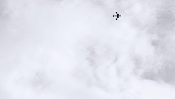Avión en el cielo (imagen ilustrativa) - Sputnik Mundo