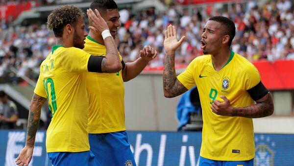 Unos miembros de la selección brasileña de fútbol - Sputnik Mundo