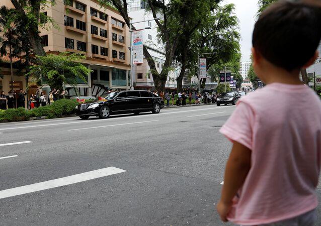 El convoy de Kim se dirige al hotel donde se celebrará la reunión con Trump
