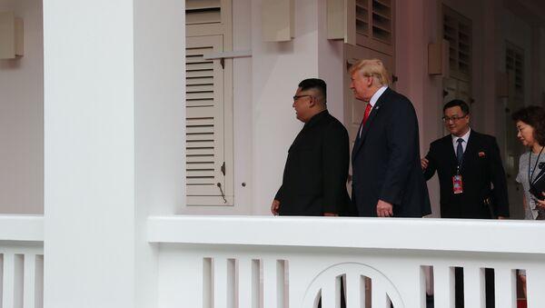 El presidente de EEUU, Donald Trump y el líder norcoreano Kim Jong-un - Sputnik Mundo
