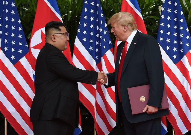 Donald Trump y Kim Jong-un firman el acuerdo final en la cumbre de Singapur