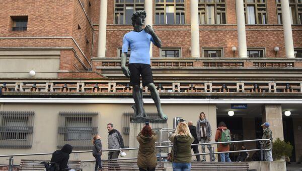 Una réplica de la escultura David en Montevideo - Sputnik Mundo