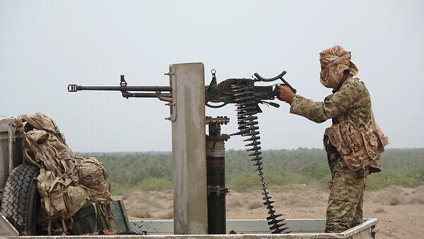 Un combatiente leal al presidente yemení (imagen referencial) - Sputnik Mundo