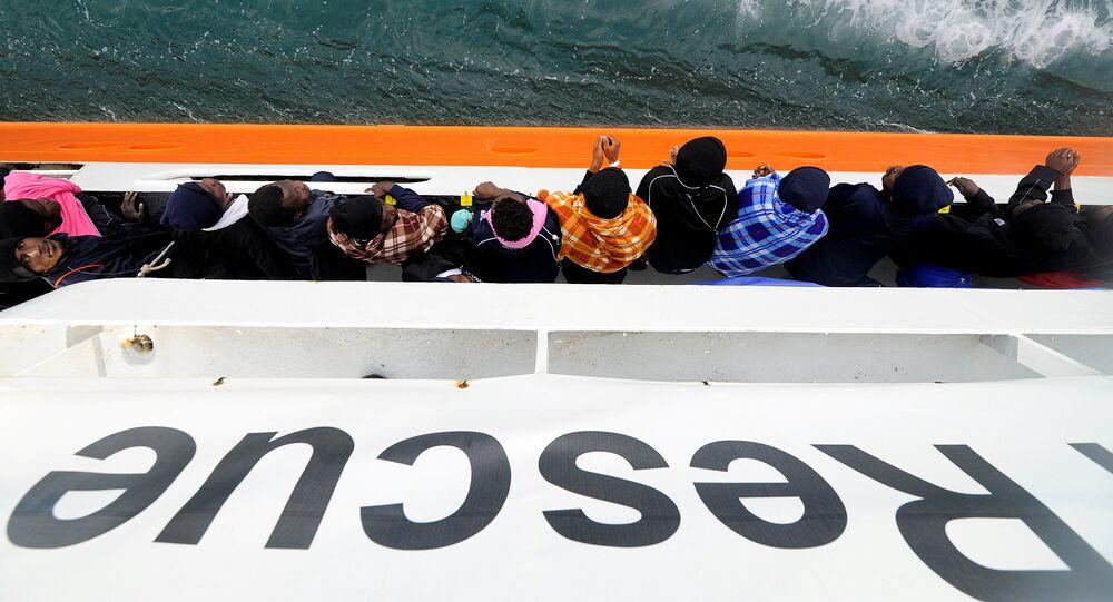 Migrantes en el barco de rescate Aquarius
