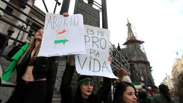 Manifestación a favor del aborto en Argentina - Sputnik Mundo