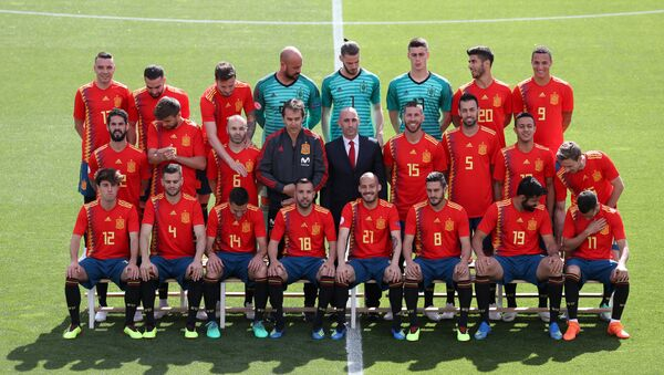 Soccer Football - FIFA World Cup - Spain Squad Official Team Photo - Madrid, Spain - June 5, 2018 The Spain squad pose for a team photo - Sputnik Mundo