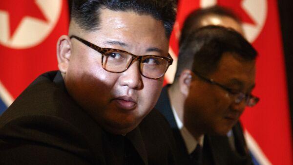 El líder norcoreano, Kim Jong-un, durante la reunión con el presidente de EEUU, Donald Trump - Sputnik Mundo
