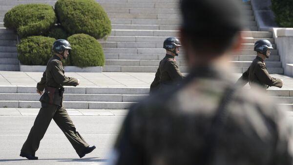 Soldados de las dos Coreas en Panmunjom (Archivo) - Sputnik Mundo