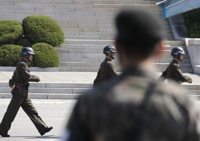 Soldados de las dos Coreas en Panmunjom (Archivo)
