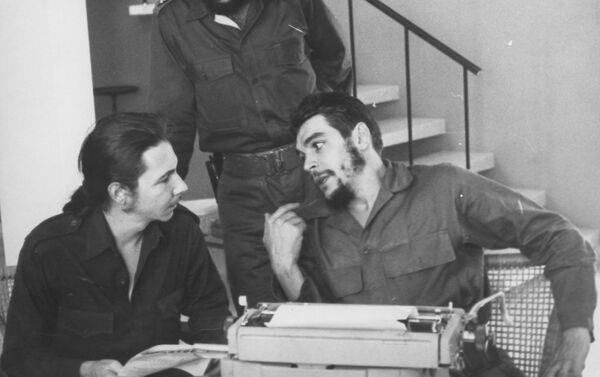Con Raúl Castro - Sputnik Mundo