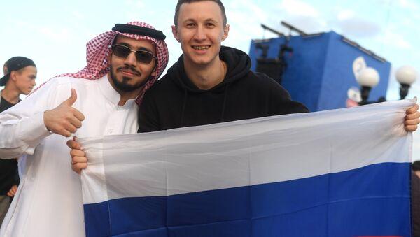 Hinchas de Arabia Saudí y Rusia - Sputnik Mundo