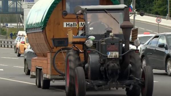 Desde Alemania al Mundial: un hincha llega a Moscú en un tractor de 1936 - Sputnik Mundo