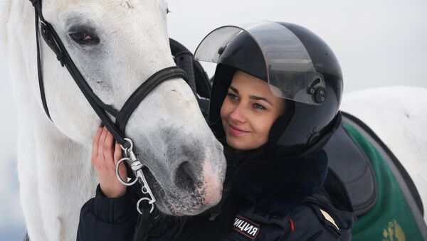 Tatiana Zimá, una oficial de la policía montada rusa - Sputnik Mundo