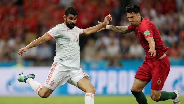 Diego Costa, futbolista español (izquirda) - Sputnik Mundo
