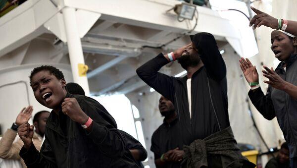 Los migrantes de la flotilla Aquarius - Sputnik Mundo