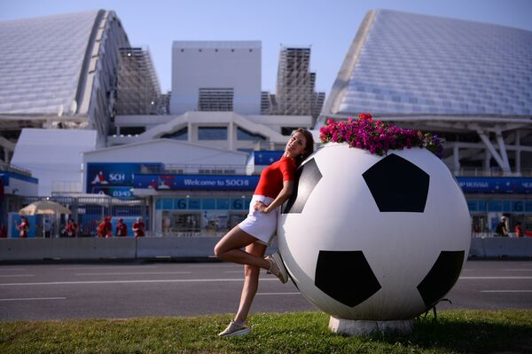 A female fan posing at the Fisht stadium in the Olympic Park before the World Cup group stage match between Portugal and Spain. - Sputnik Mundo