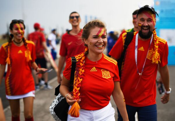 Fans of the Spanish national team before a World Cup stage match between Portugal and Spain. - Sputnik Mundo