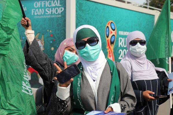 Saudi female fans of ahead of a World Cup stage match between Russia and Saudi Arabia. - Sputnik Mundo
