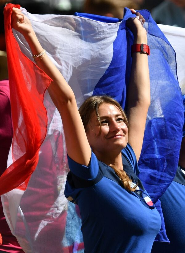 A female fan of the French national team during a group stage match at the FIFA World Cup 2018 between France and Australia. - Sputnik Mundo