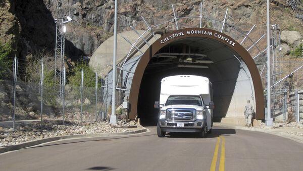 El complejo subterráneo NORAD situado en la montaña Cheyenne - Sputnik Mundo
