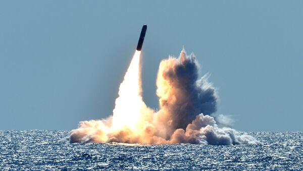 Lanzamiento de un misil Trident II D5 desde un submarino clase Ohio - Sputnik Mundo