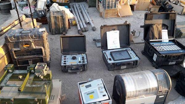 El equipamiento encontrado en los almacenes de armas de los terroristas en Deir Ezzor - Sputnik Mundo