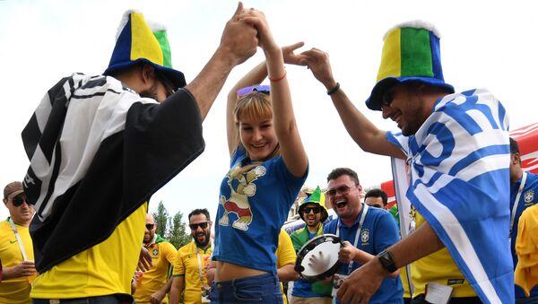 Hinchas brasileños en Rostov - Sputnik Mundo