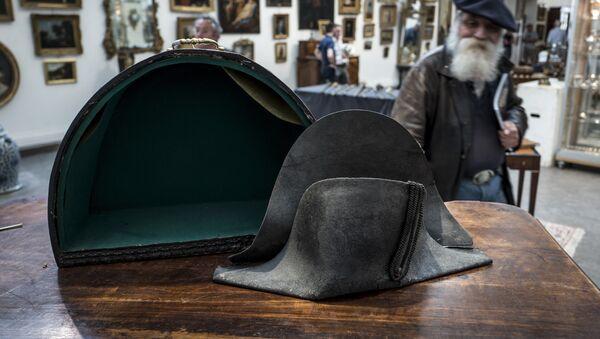 El sombrero de Napoleón Bonaparte - Sputnik Mundo