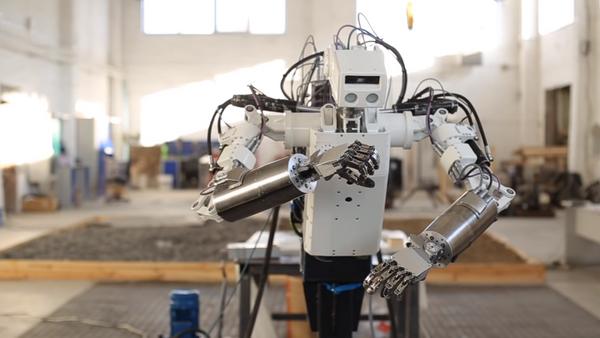 El robot antropomórfico ruso MRM-100 - Sputnik Mundo