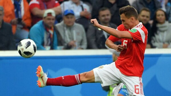 Futbolista Denis Cherishev de la seleccion rusa - Sputnik Mundo