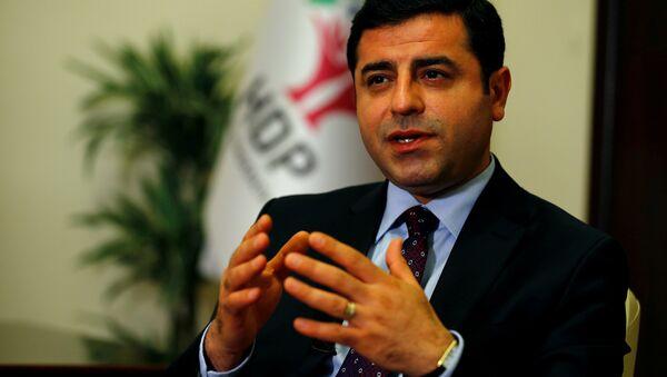 The leader of Turkey's pro-Kurdish opposition Peoples' Democratic Party (HDP) Selahattin Demirtas (File) - Sputnik Mundo