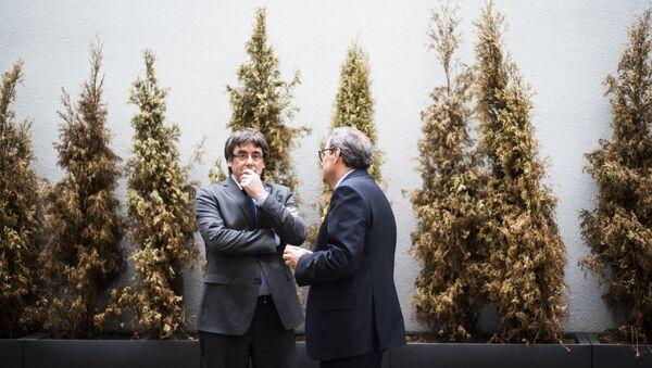 El expresidente de Cataluña, Carles Puigdemont, y el actual presidente del Gobierno catalán, Quim Torra - Sputnik Mundo