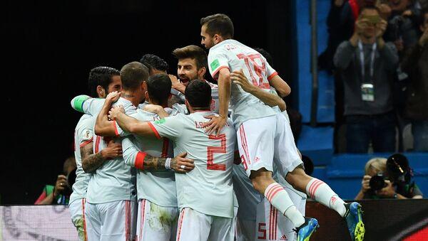 Jugadores de España celebran su gol en el partido contra Irán en la fase de grupos del Mundial de Rusia - Sputnik Mundo