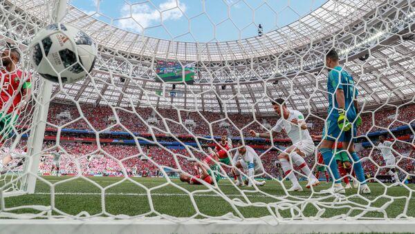 Cristiano Ronaldo anota un gol en el partido Portugal-Marruecos, por la fase de grupos de Rusia 2018. - Sputnik Mundo