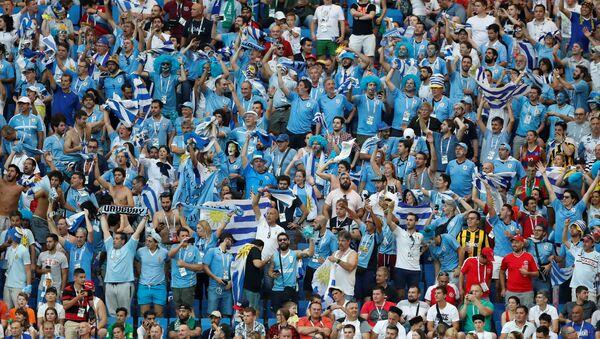 Aficionados uruguayos durante un partido del Mundial en Rusia - Sputnik Mundo