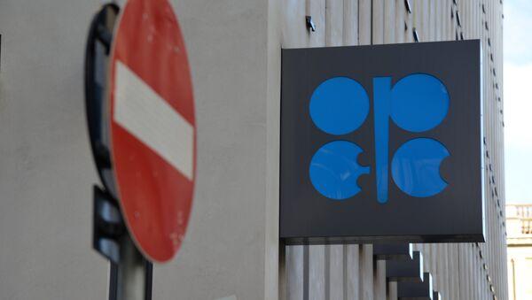 Logo de OPEP sobre el cuartel general de la organización en Viena - Sputnik Mundo