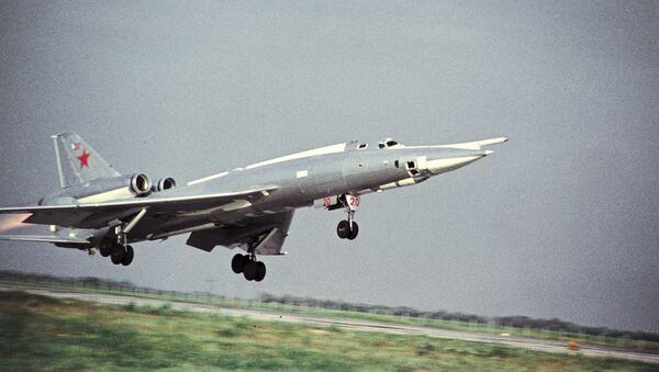 El despegue del bombardero soviético Tu-22 - Sputnik Mundo