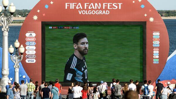 Lionel Messi, futbolista aregentino, en una pantalla durante el Fan Fest - Sputnik Mundo