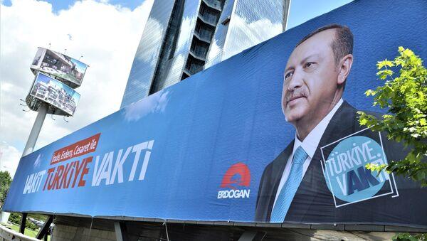 Cartel de la campaña electoral del presidente de Turquía, Recep Tayyip Erdogan - Sputnik Mundo