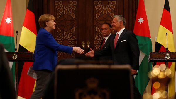 La canciller de Alemania, Angela Merkel, y el rey Abdalá II de Jordania - Sputnik Mundo