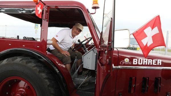 Aficionados suizos llegan en tractor a Kaliningrado - Sputnik Mundo
