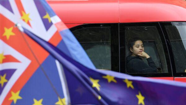 Las banderas del Reino Unido y la UE - Sputnik Mundo
