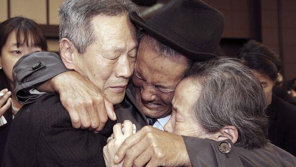 Reunión de familias separadas de Corea del Sur y Corea del Norte - Sputnik Mundo