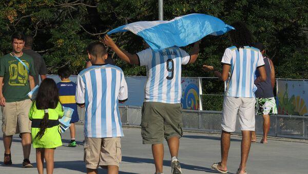 Hinchas argentinos, foto archivo - Sputnik Mundo