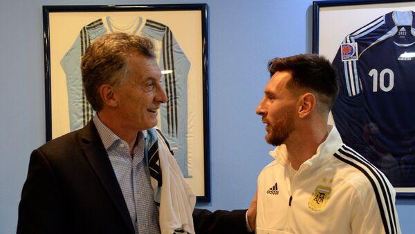 Mauricio Macri, presidente de Argentina, y Lionel Messi, jugador de fútbol de la selección de ese país. - Sputnik Mundo
