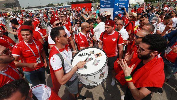 Hinchas antes del partido entre las selecciones nacionales de Bélgica y Túnez - Sputnik Mundo