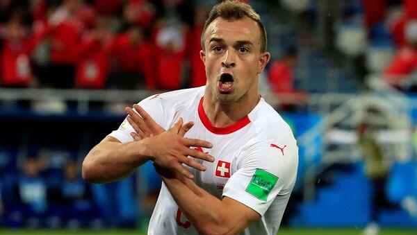 Xherdan Shaqiri, de la selección de Suiza, celebra su gol contra Serbia en el Mundial de Rusia 2018 - Sputnik Mundo