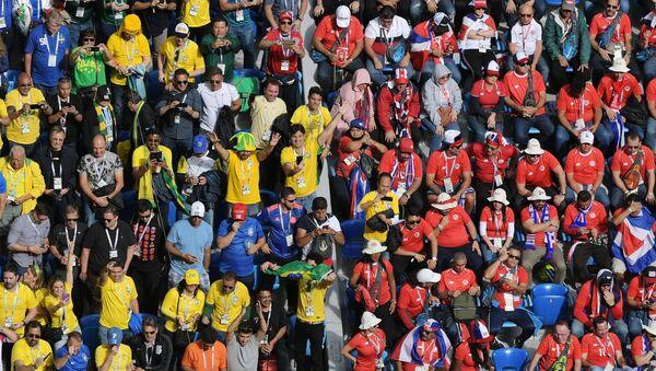 Los hinchas en el partido Brasil-Costa-Rica en San Petersburgo - Sputnik Mundo