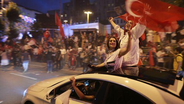 Los partidarios del presidente turco y el Partido de la Justicia y el Desarrollo (AKP) - Sputnik Mundo